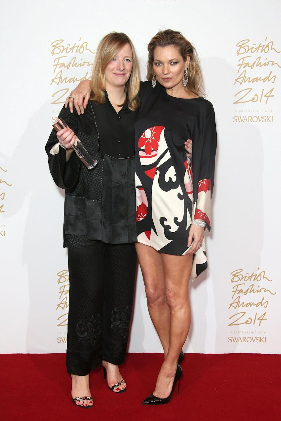 LONDON, ENGLAND - DECEMBER 01: Designer Sarah Burton and Kate Moss pose in the winners room with the Red Carpet Designer Award at the British Fashion Awards at London Coliseum on December 1, 2014 in London, England. (Photo by Mike Marsland/WireImage)