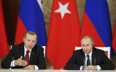 Russian President Vladimir Putin (R) and his Turkish counterpart Tayyip Erdogan attend a news conference after the talks at the Kremlin in Moscow, Russia, March 10, 2017. REUTERS/Sergei Ilnitsky/Pool