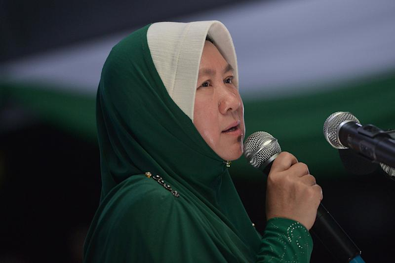 PAS' Seri Setia hopeful Dr Halimah Ali said she is touched by Umno's solid support during the campaign for the Seri Setia by-election. — Picture by Mukhriz Hazim