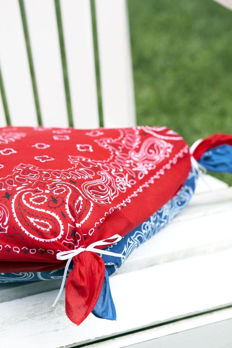 <p>Soften seats with no-sew pillow covers. Sandwich a cushion between two bandanas, then join each corner together with a rubber band and a thin ribbon. </p>