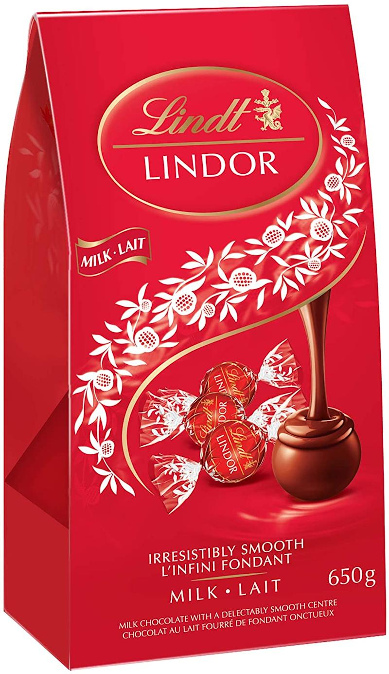 Lindt Lindor Milk Chocolate, Jumbo Bag with 52 truffles - on sale now during Prime Day 2020.