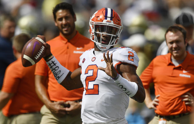 "Clemson quarterback <a class=""link rapid-noclick-resp"" href=""/ncaaf/players/252151/"" data-ylk=""slk:Kelly Bryant"">Kelly Bryant</a> (2) warms up before the first half of an NCAA college football game between Georgia Tech and Clemson, Saturday, Sept. 22, 2018, in Atlanta. (AP)"