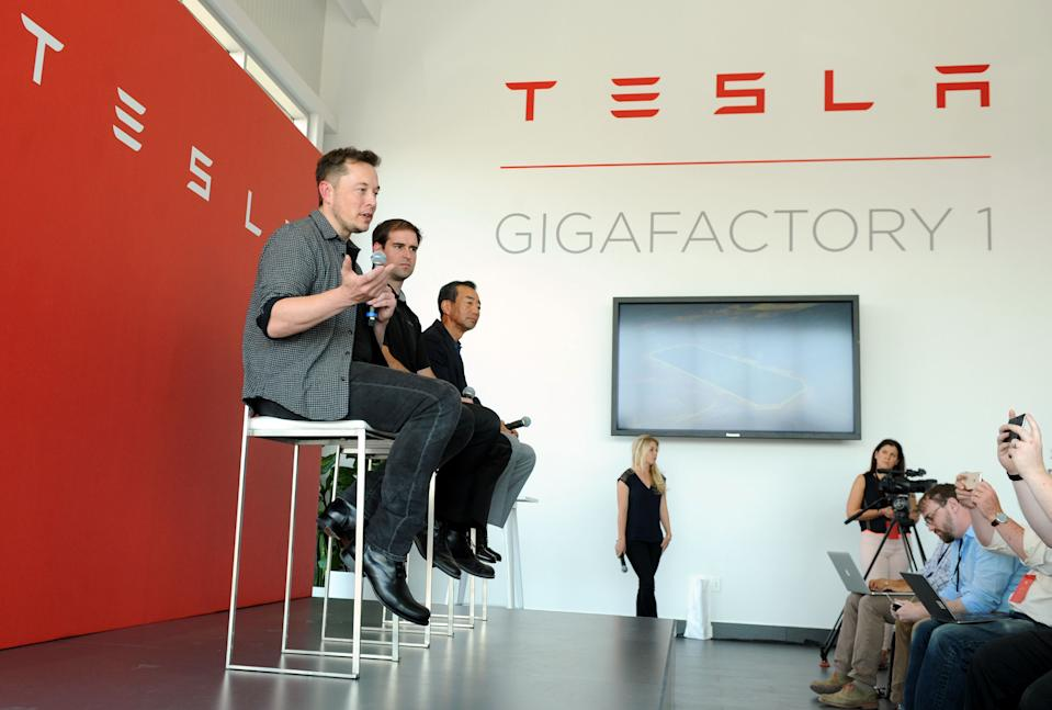 L-R: Tesla Chief Executive Elon Musk, Tesla Chief Technical Officer JB Straubel and Yoshi Yamada senior advisor from Panasonic participate in a news conference at the Tesla Gigafactory near Sparks, Nevada, U.S. July 26, 2016.  REUTERS/James Glover II