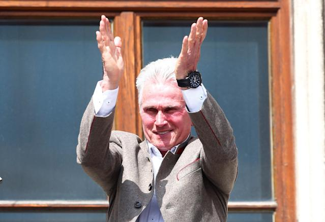 Soccer Football - Bayern Munich Trophy Presentation - Town Hall, Munich, Germany - May 20, 2018 Bayern Munich coach Jupp Heynckes applauds fans during the trophy presentation REUTERS/Michaela Rehle