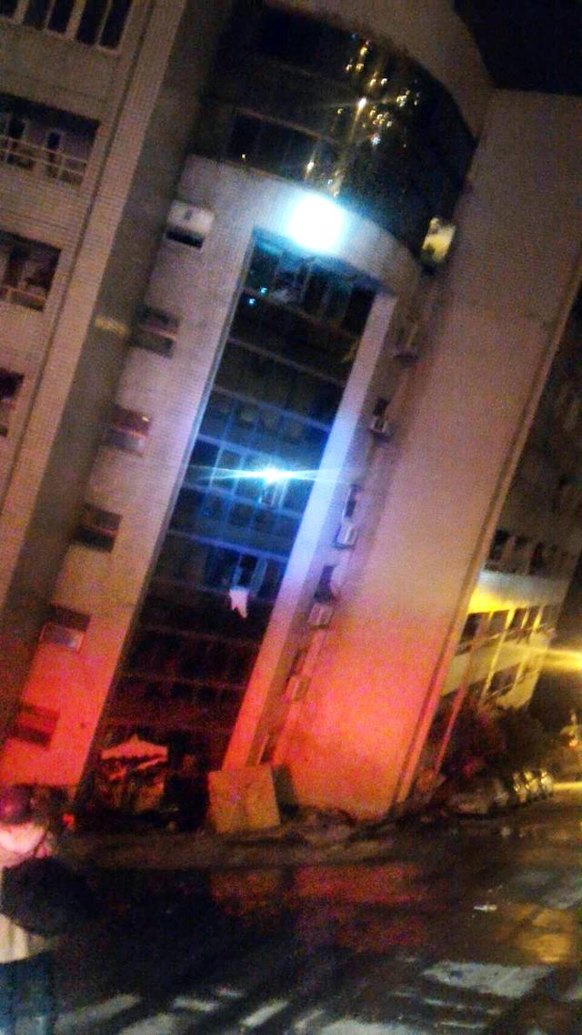 <p>In this photo released by Hualien County Fire Bureau, an building collapsed by earthquake at an early morning in Hualien County, eastern Taiwan, Feb. 7 2018. (Photo: Hualien County Fire Bureau/Source via AP) </p>