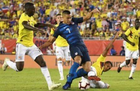 Oct 11, 2018; Tampa, FL, USA; United States forward Bobby Wood (7) scores a goal in the second half against Columbia during an international friendly soccer match at Raymond James Stadium. Mandatory Credit: Jonathan Dyer-USA TODAY Sports