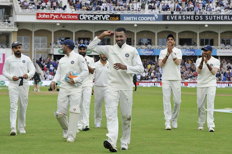 Indian cricketers applaud teammate India's Hardik Pandya: AP Photo/Rui Vieira