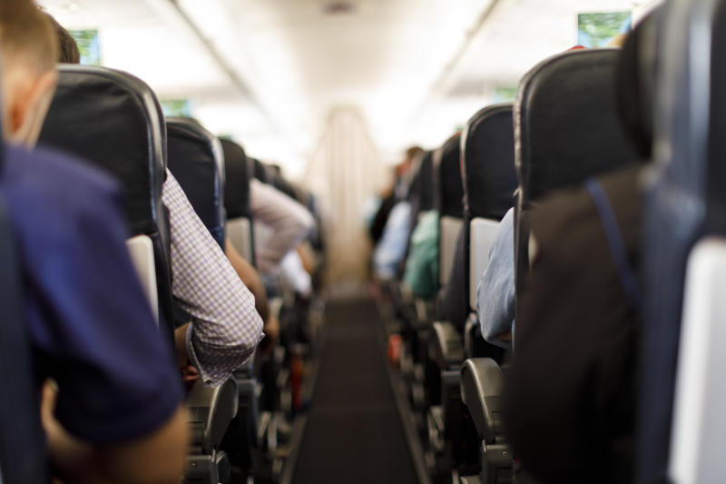 Twitter users kicked off a debate about the rights of the middle-seat passenger when it came to armseat real estate.
