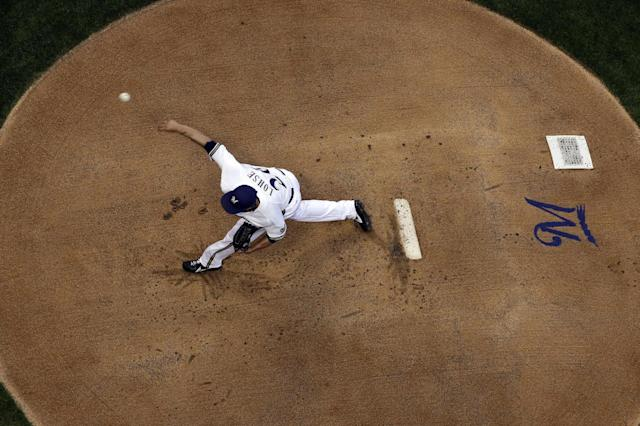 Milwaukee Brewers starting pitcher Kyle Lohse throws during the first inning of a baseball game against the Cincinnati Reds on Thursday, Aug. 15, 2013, in Milwaukee. (AP Photo/Morry Gash)