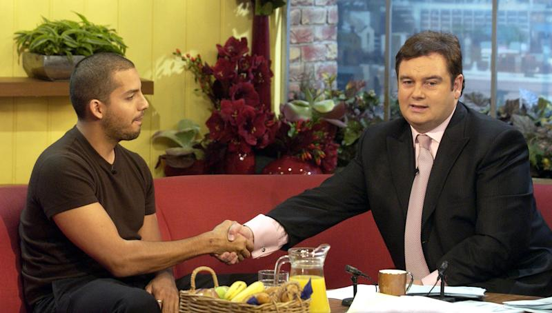 lIlusionist David Blaine is interviewed by GMTV presenters Eamonn Holmes and Fiona Phillips during GMTV's morning show at London TV Centre on the Southbank in London. Blaine had the long-awaited rematch with Eamonn Holmes, two years after their excruciating first interview. During that infamous encounter on GMTV, Holmes squirmed as the magician barely said a word, stared him out and flashed an eye drawn on the palm of his hand.
