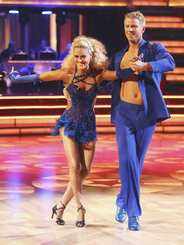 """Peta Murgatroyd and Sean Lowe perform on """"Dancing With the Stars."""""""