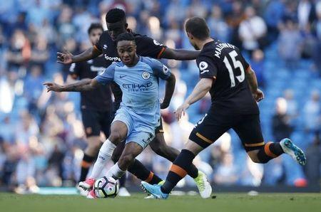 Britain Football Soccer - Manchester City v Hull City - Premier League - Etihad Stadium - 8/4/17 Manchester City's Raheem Sterling in action with Hull City's Alfred N'Diaye and Shaun Maloney  Reuters / Andrew Yates Livepic