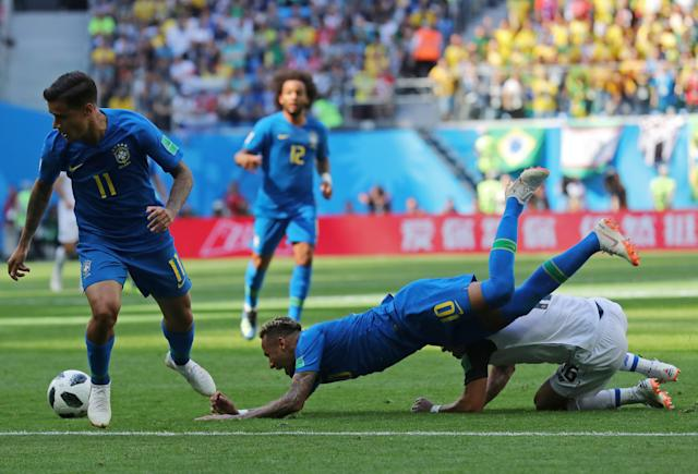 Soccer Football - World Cup - Group E - Brazil vs Costa Rica - Saint Petersburg Stadium, Saint Petersburg, Russia - June 22, 2018 Brazil's Neymar and Philippe Coutinho in action with Costa Rica's Cristian Gamboa REUTERS/Marcos Brindicci