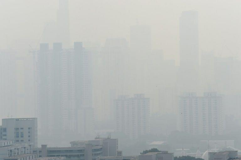 Haze in Singapore reaching unhealthy levels on 26 August 2016. PHOTO: AFP