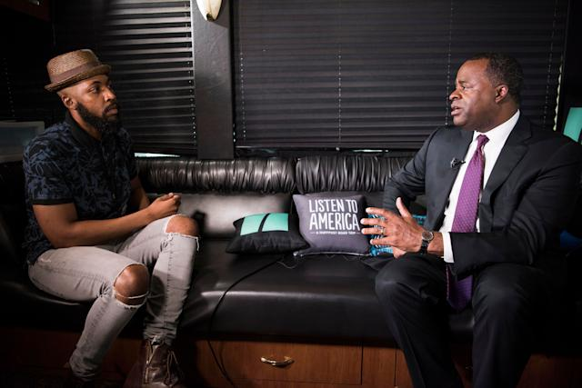 Ja'han Jones interviews Atlanta Mayor Kasim Reed on the HuffPost bus.