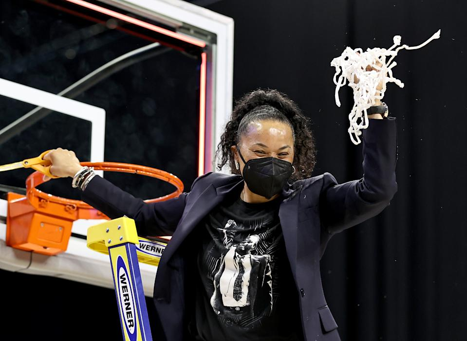 Dawn Staley cuts down nets.