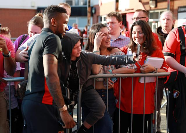"""Soccer Football - Premier League - AFC Bournemouth vs Manchester United - Vitality Stadium, Bournemouth, Britain - April 18, 2018 Bournemouth's Jermain Defoe poses for photographs with fans outside the stadium before the match REUTERS/Ian Walton EDITORIAL USE ONLY. No use with unauthorized audio, video, data, fixture lists, club/league logos or """"live"""" services. Online in-match use limited to 75 images, no video emulation. No use in betting, games or single club/league/player publications. Please contact your account representative for further details."""