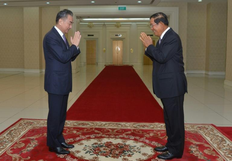 China signs Cambodia trade deal at start of regional charm offensive