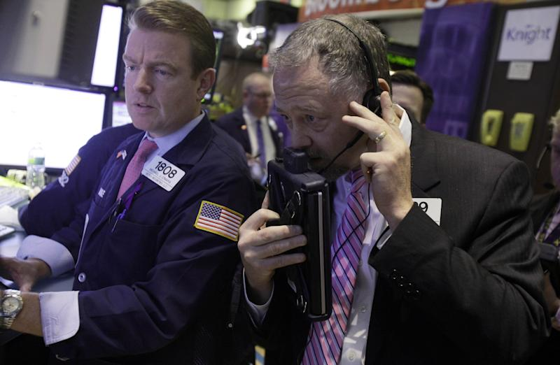 Apple holds back S&P, Nasdaq; Dow ends higher