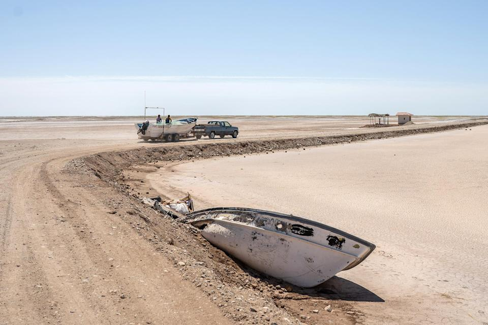 Image: Abandoned boats in the areas where the Colorado River used to reach, in Baja California, April 2021. (Alejandro Cegarra)