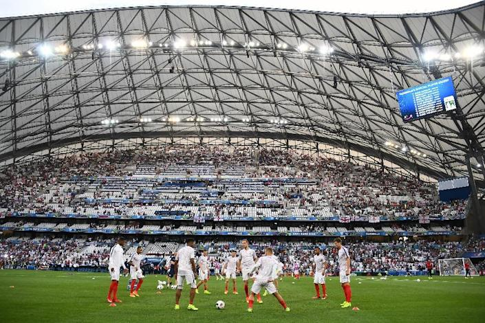 England's players warm up ahead of the Euro 2016 group B football match between England and Russia at the Stade Velodrome in Marseille on June 11, 2016 (AFP Photo/Anne-Christine Poujoulat)
