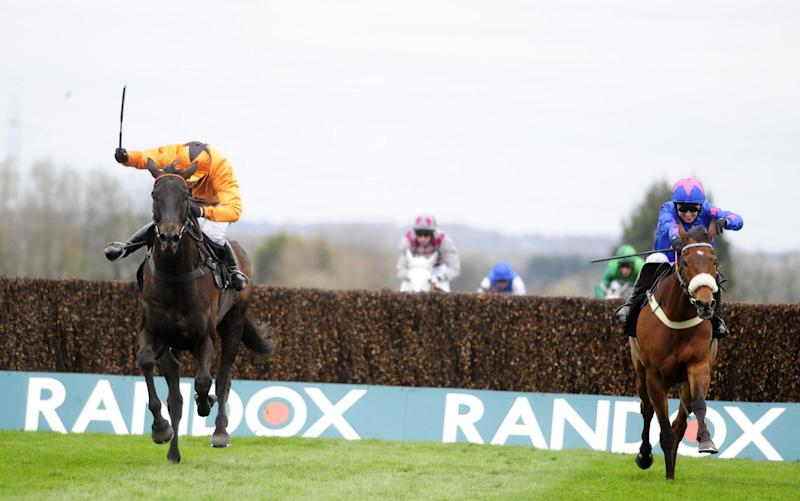 Tea For Two beats Cue Card at Aintree - Credit: Rex