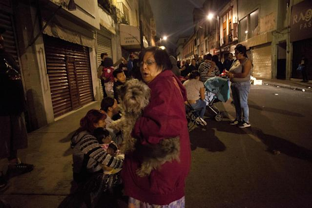 <p>People gather on a street in downtown Mexico City during an earthquake on September 7, 2017. (Pedro Pardo/AFP/Getty Images) </p>