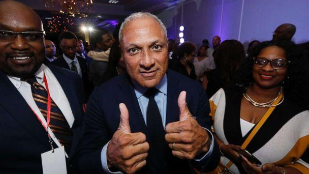 PHOTO: Mike Espy gives a 'thumbs up' following his speech before a crowded ballroom in Jackson, Miss., Nov. 6, 2018. (Rogelio V. Solis/AP)