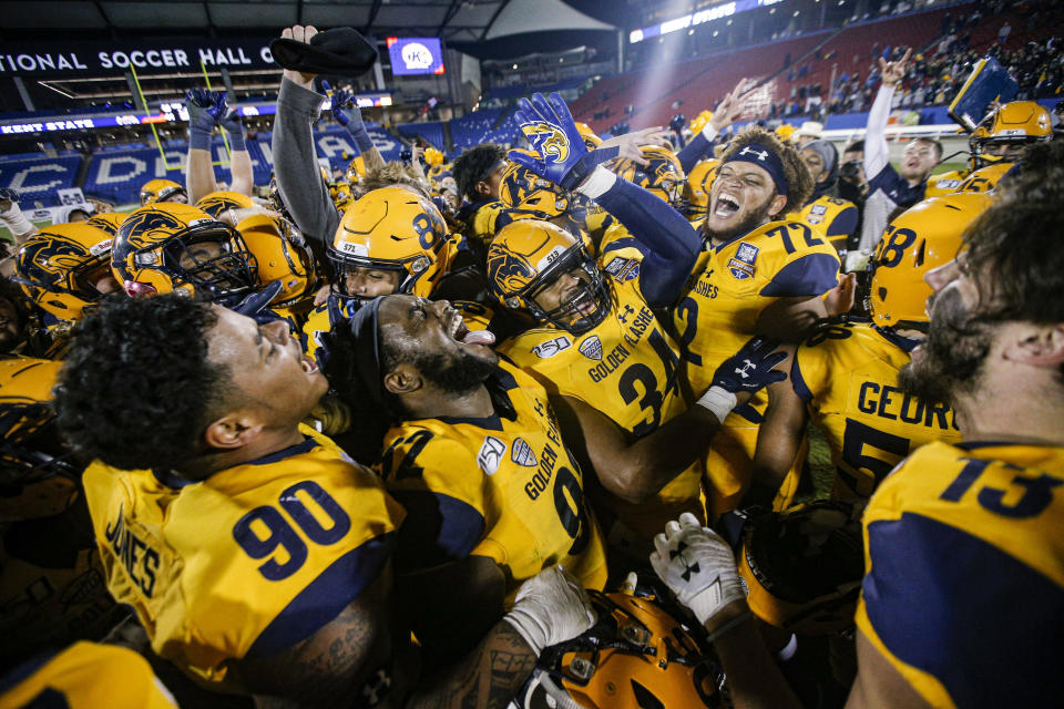Kent State celebrates a 51-41 win over Utah State in the Frisco Bowl NCAA college football game Friday, Dec. 20, 2019, in Frisco, Texas. (AP Photo/Brandon Wade)