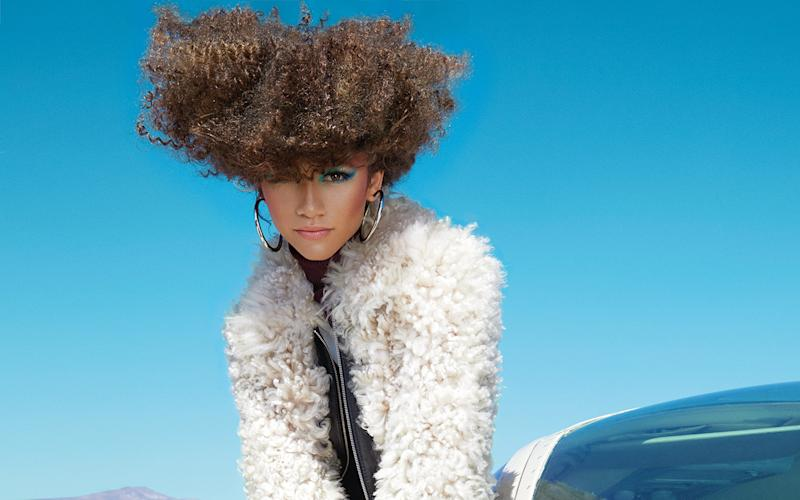 How Zendaya Got Her Stunning 1970s Hair and Makeup for Allure 's Latest Cover