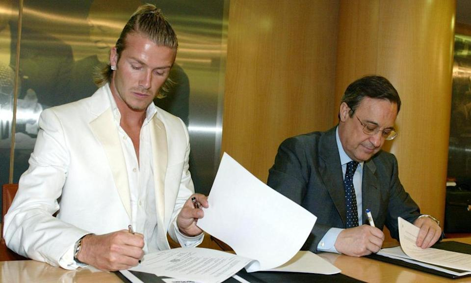 David Beckham (left) signs his contract with the Real Madrid president, Florentino Pérez, in July 2003.