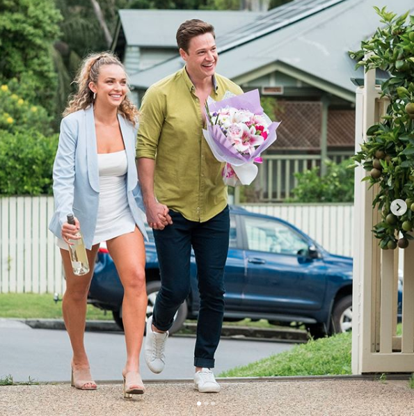 Matt Agnew and Abbie Chatfield hold hands on The Bachelor Australia