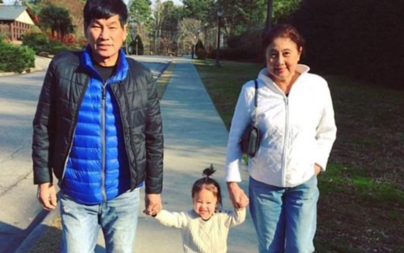 David Dao with his wife Teresa and one of their grandchildren