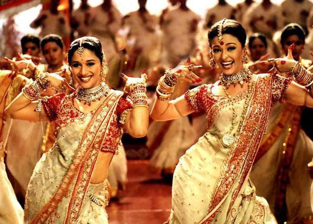<p>Take a clue from the leading ladies of Devdas on Durga Pujo dressing. Though the movie is 15 years old, the style remains the same. A white saree with red border, matched with a gold and red blouse never fails to make for the perfect Ashtami attire, especially during the morning Anjali ceremony. You may turn this very look evening appropriate by loading it with layers of kundan or jadau jewelry sets. </p>