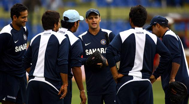 KANPUR, INDIA - NOVEMBER 20:  Gary Kirsten, coach of the Indian cricket team, takes his team through a nets session on the day before the fourth One Day International against England at The M.Chinaswamy Stadium on November 22, 2008, in Bangalore, India.  (Photo by Julian Herbert/Getty Images) *** Local Caption *** Gary Kirsten