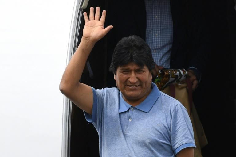 Bolivian ex-president Evo Morales waves upon landing in Mexico where he has been granted asylum following his resignation (AFP Photo/PEDRO PARDO)