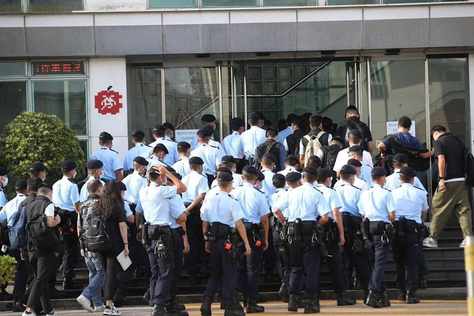 More than 200 police raided Apple Daily's offices on Thursday morning. Photo: Winson Wong