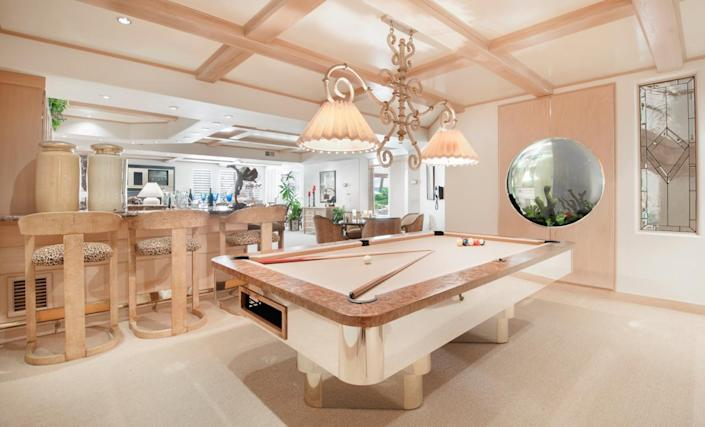 """<p>The pool table next to the bar is custom-built. (All photos via <a href=""""http://bit.ly/1OjQdjg"""" rel=""""nofollow noopener"""" target=""""_blank"""" data-ylk=""""slk:Concierge Auctions listing"""" class=""""link rapid-noclick-resp"""">Concierge Auctions listing</a>)</p>"""