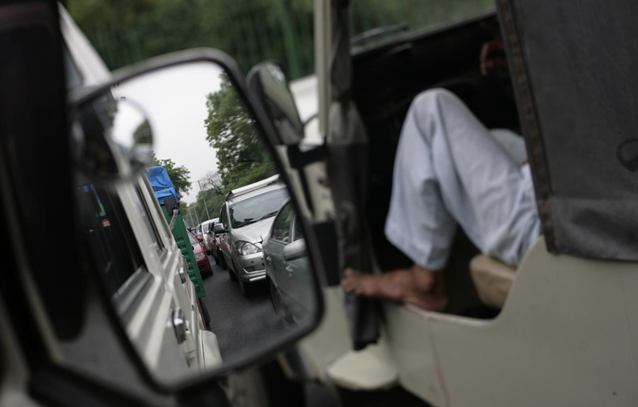 A traffic jam following power outage and rains in New Delhi, India, Tuesday, July 31, 2012. India's energy crisis cascaded over half the country Tuesday when three of its regional grids collapsed, leaving more than 600 million people without government-supplied electricity in one of the world's biggest-ever blackouts. (AP Photo/Altaf Qadri)
