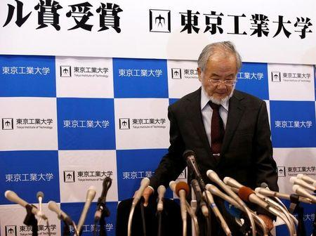 Yoshinori Ohsumi, a professor of Tokyo Institute of Technology, attends a news conference after he won the Nobel medicine prize at Tokyo Institute of Technology in Tokyo, Japan, October 3, 2016.   REUTERS/Kim Kyung-Hoon