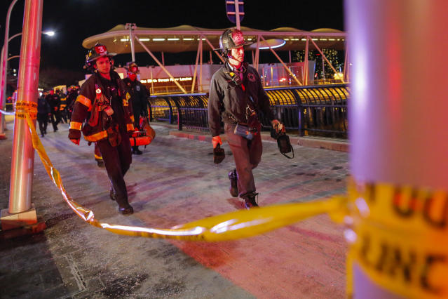 <p>Emergency first responders attend a call after a helicopter crashed in the East River on March 11, 2018 in New York City. (Photo: Eduardo Munoz Alvarez/Getty Images) </p>