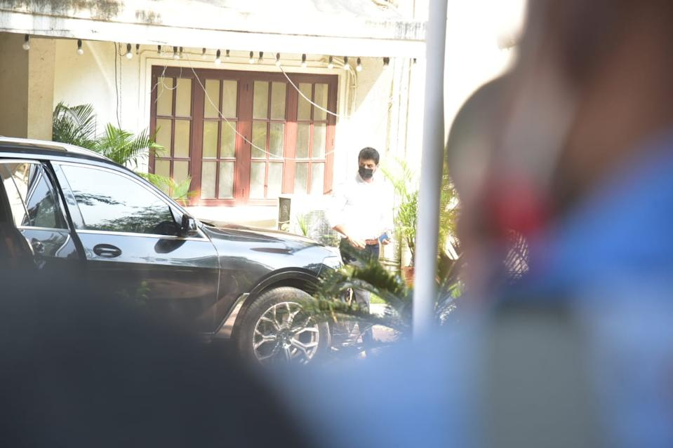 The Kapoor family gather at Rajiv Kapoor's residence in Chembur