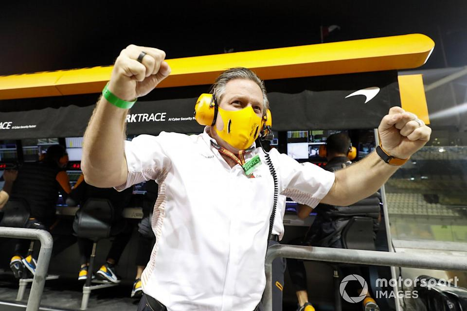 """McLaren team celebrates securing 3rd in the constructors championship<span class=""""copyright"""">Steven Tee / Motorsport Images</span>"""