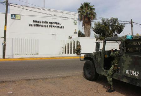 """A soldier stands guard outside the Forensic Medical Service (SEMEFO) after the arrival of the body of Francisco Zazueta, also known as """"Pancho Chimal,"""" in Culiacan, in Mexico's northern Sinaloa state April 15, 2017. REUTERS/Jesus Bustamante"""