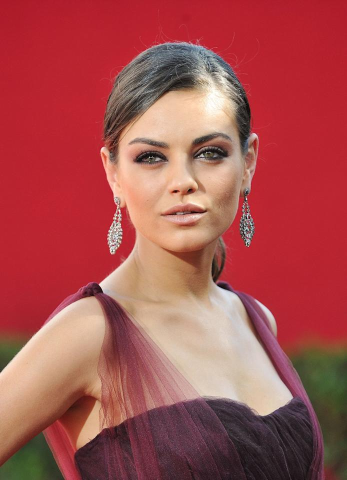"""<p><a class=""""sugar-inline-link ga-track"""" title=""""Latest photos and news for Mila Kunis"""" href=""""https://www.popsugar.com/Mila-Kunis"""" target=""""_blank"""" data-ga-category=""""Related"""" data-ga-label=""""https://www.popsugar.com/Mila-Kunis"""" data-ga-action=""""&lt;-related-&gt; Links"""">Mila Kunis</a> wore her hair in a low ponytail to draw attention to her eye makeup: a burgundy smoky eye to match her gown.</p>"""