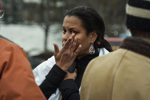 Tarah William of Lanham, Maryland reacts after she was evacuated from a building following a shooting at a shopping mall in Columbia, Maryland January 25, 2014. Three people died in a shooting at a large shopping mall outside of Baltimore, Maryland, on Saturday, and one of the dead was believed to be the shooter, police said. REUTERS/James Lawler Duggan (UNITED STATES - Tags: CRIME LAW)
