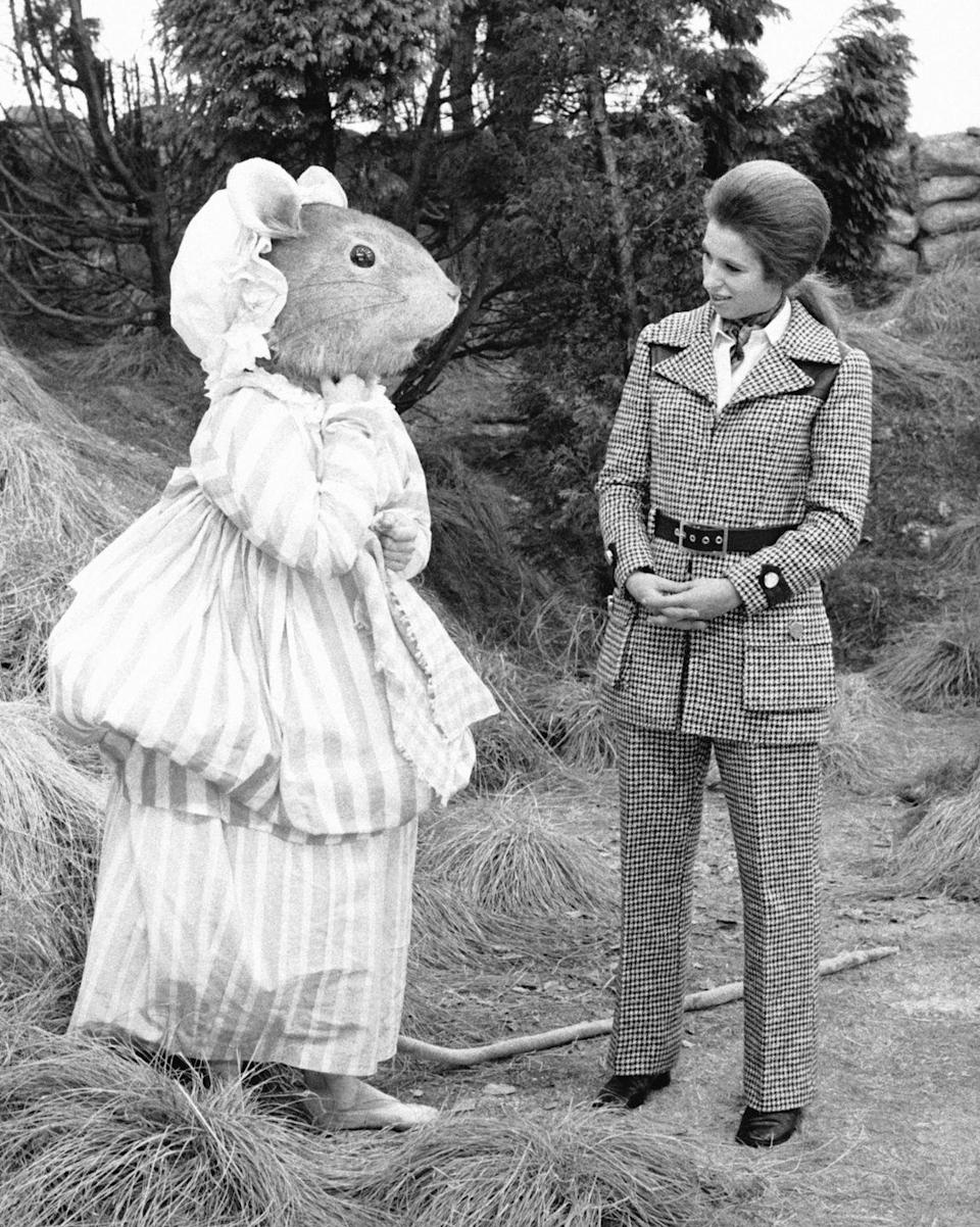 <p>Anne comes face-to-face with a life-size rodent on the set of the film <em>The Tales of Beatrix Potter.</em><br></p>