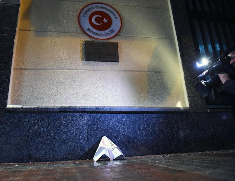 A paper plane is placed outside the Turkish embassy in Moscow on November 24, 2015 (AFP Photo/Dmitry Serebryakov )