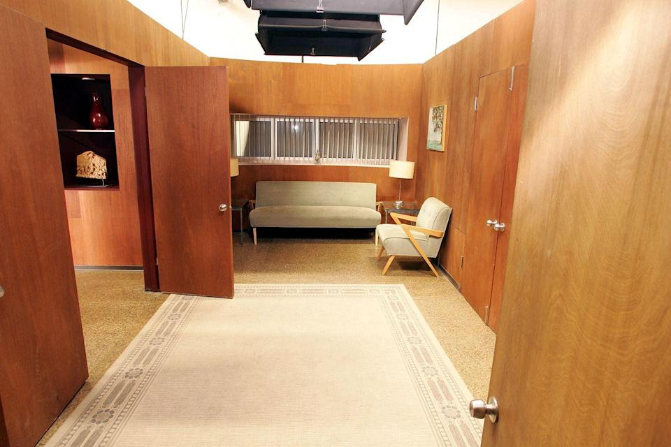 <p>It was in this brightly-lit set of Dr. Jennifer Melfi's office that fans first met Tony Soprano in the pilot. The psychiatrist's office was a major location for the entire series. </p>