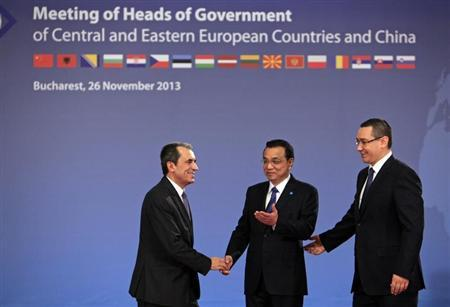 Bulgaria's Prime Minister Oresharski is welcomed by China's Premier Li and Romanian Prime Minister Ponta in Bucharest
